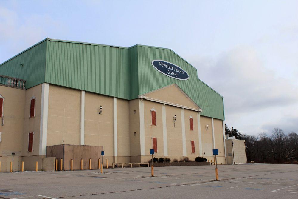 El Newport Grand Casino actualmente está vacío en un lote de 23 acres en el North End.