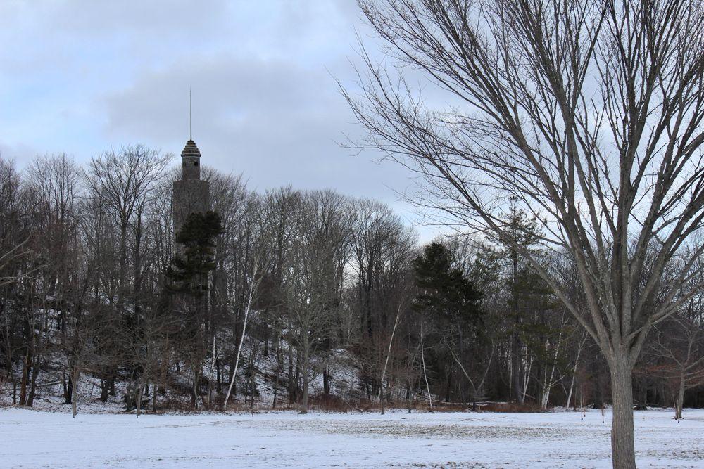 Un monumento a la Primera Guerra Mundial se encuentra en Miantonomi Park, el parque más grande en el North End.