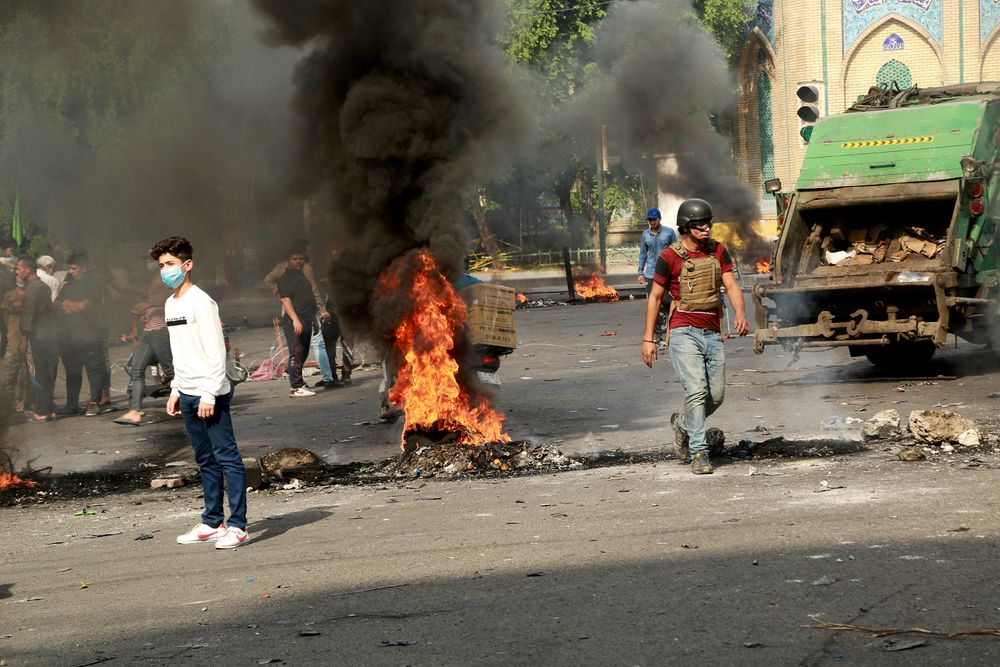 Fires set by protesters close roads during ongoing anti-government protests in Baghdad, Iraq, Sunday, Nov. 3, 2019. Iraqi protesters have begun blocking roads in Baghdad to raise pressure on the government to resign. (AP Photo/Hadi Mizban)