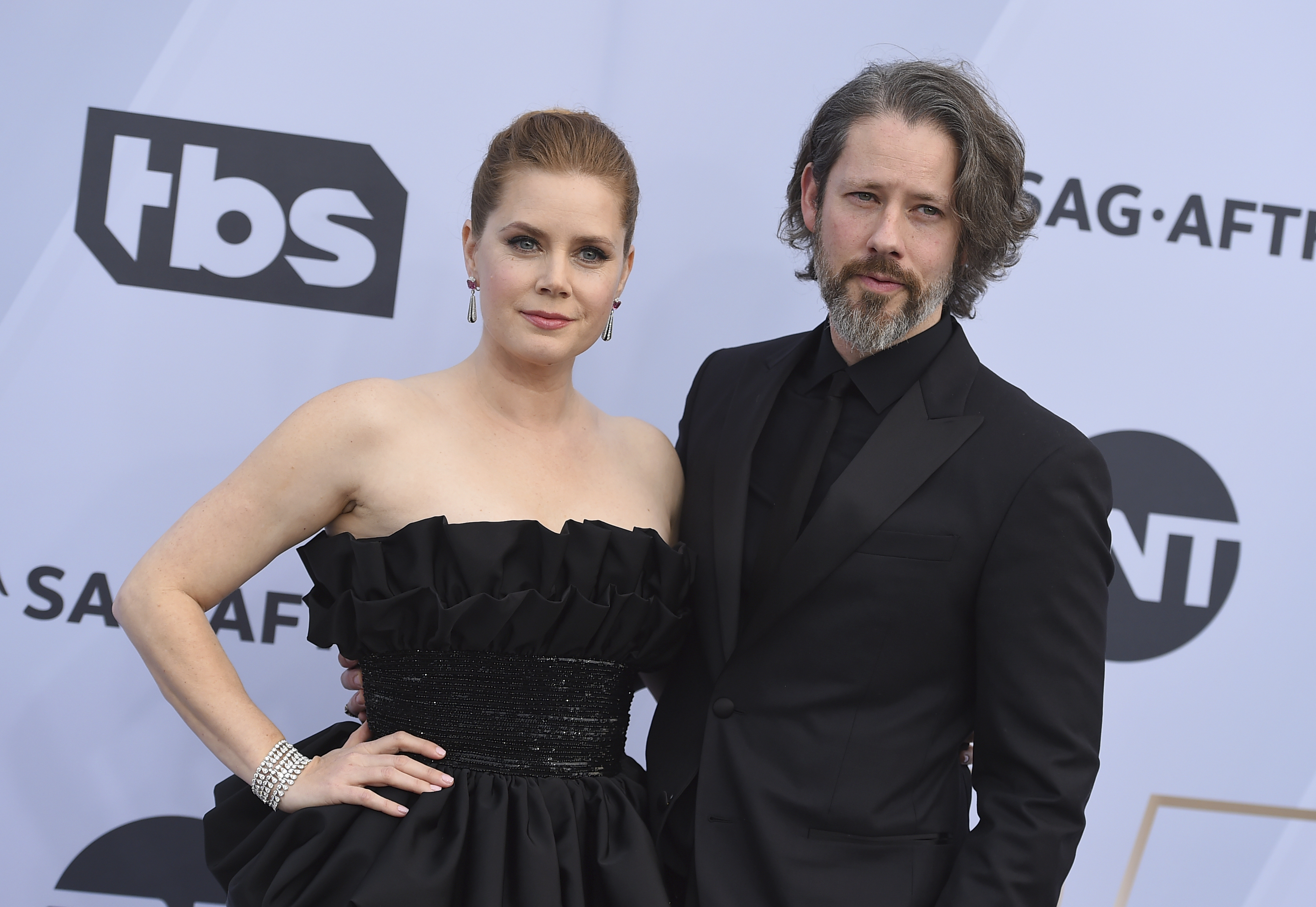 Amy Adams, left, and Darren Le Gallo arrive at the 25th annual Screen Actors Guild Awards at the Shrine Auditorium & Expo Hall on Sunday, Jan. 27, 2019, in Los Angeles. (Photo by Jordan Strauss/Invision/AP)