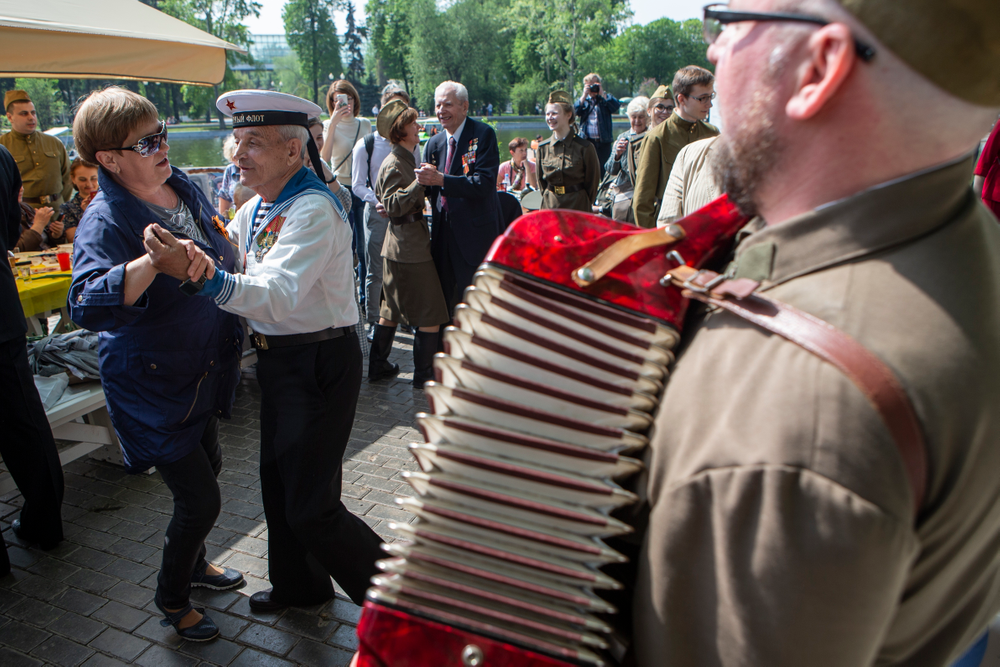 Victor Novopashin, 87, a Russian WWII veteran, second left, dances with a woman celebrating 74 years since the victory in WWII in Gorky Park in Moscow, Russia, Thursday, May 9, 2019. (AP Photo/Alexander Zemlianichenko Jr.)