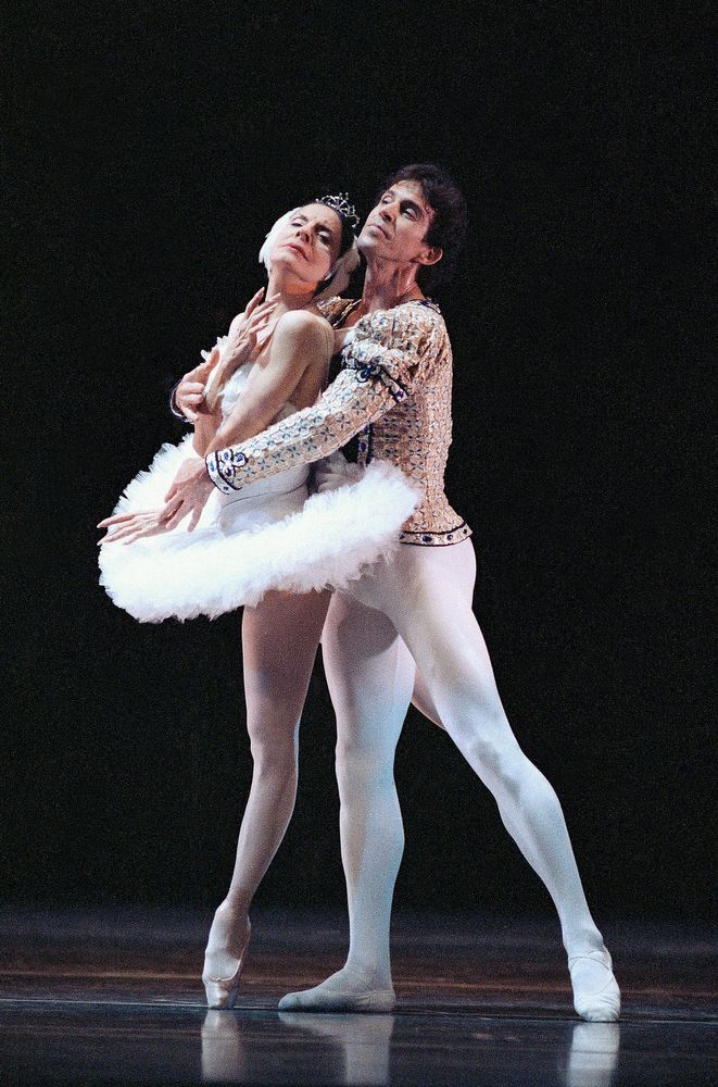 FILE - In this Jan. 14, 1990 file photo, ballet stars Alicia Alonso, 72, left, and Orlando Salgado perform