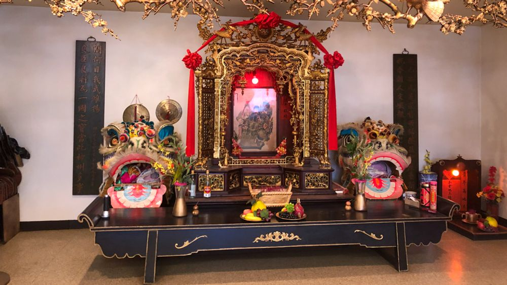 The shrine inside On Leong