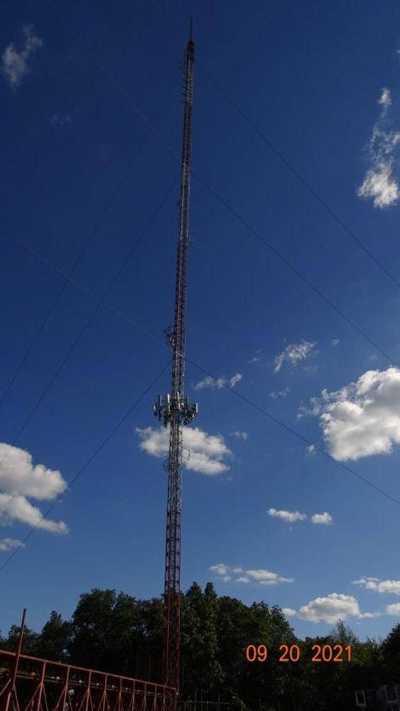 The WPRO-FM tower on Neutaconkanut Hill.