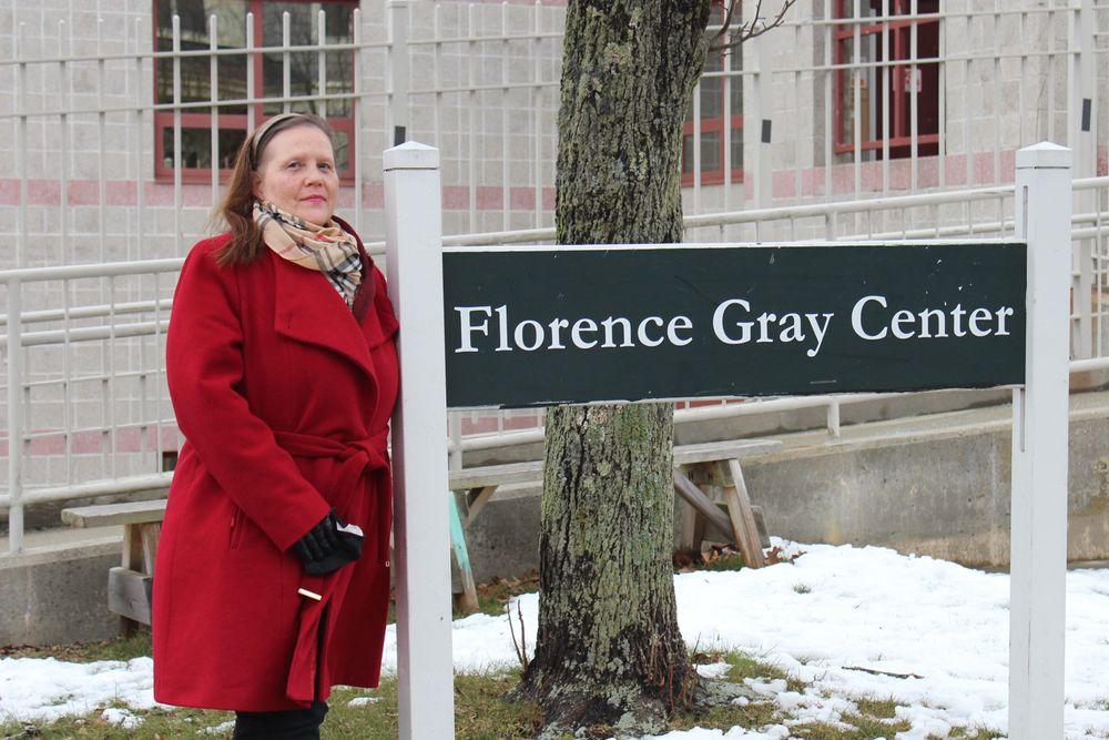 Phyllis Mulligan trabaja en el laboratorio de computación del Florence Gray Center, un centro comunitario en el North End administrado por la Autoridad de Vivienda de Newport.