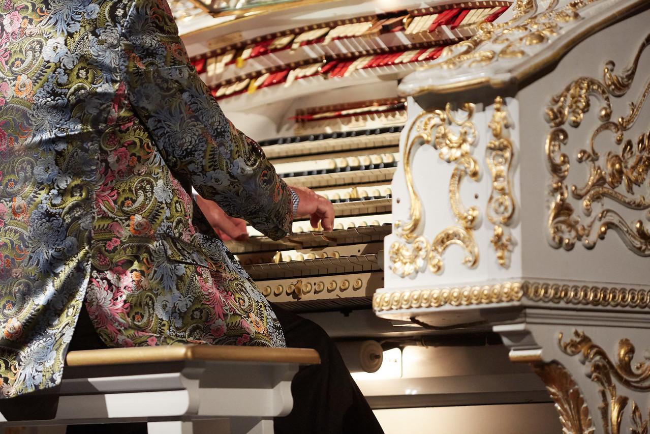 5-manual Wurlitzer organ